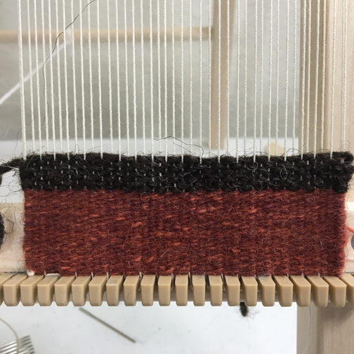 Weft on the top is too fat for this sett and creates lice. Rust-colored weft is thinner and covers the warp.