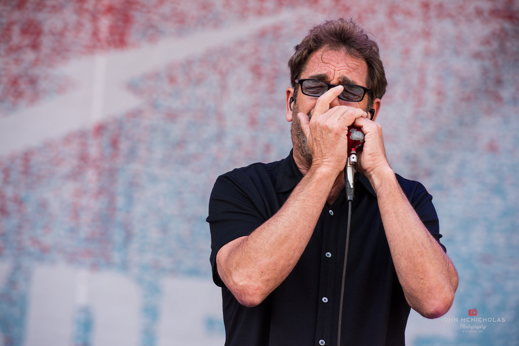 Huey Lewis and the News_27755966690_l.jpg