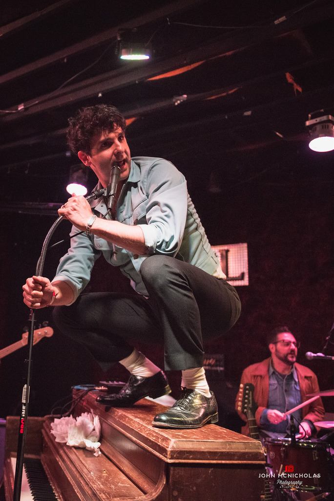 Low Cut Connie_22293070209_l.jpg