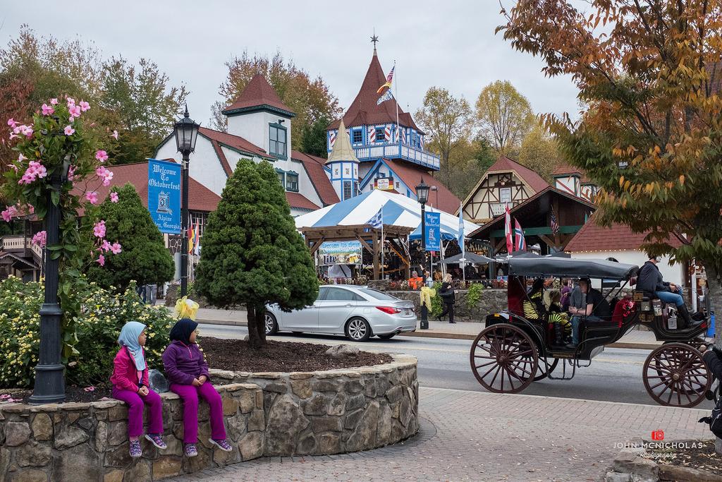 Helen - Oktoberfest - 2015_22488494080_l.jpg