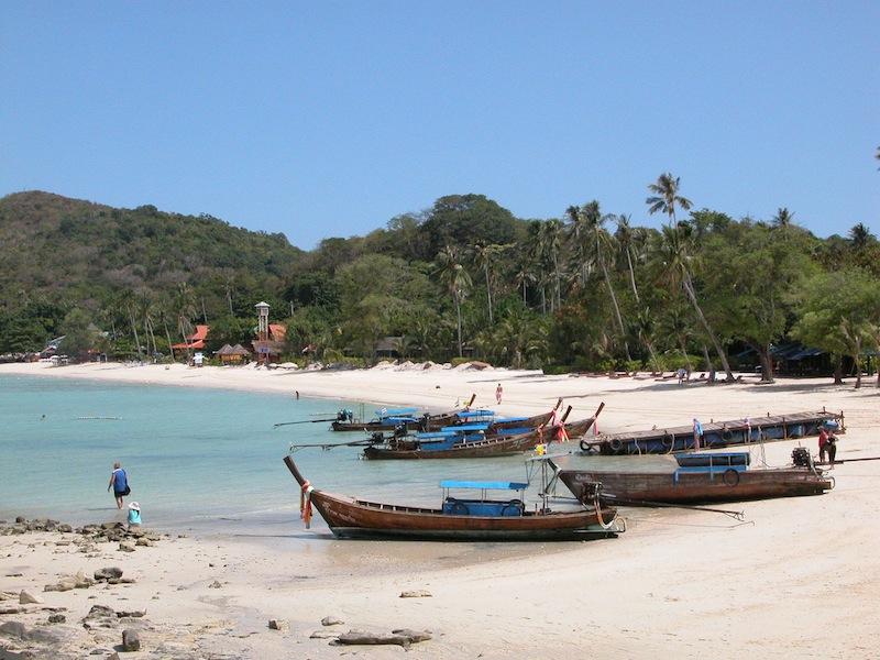 boats beach.jpg