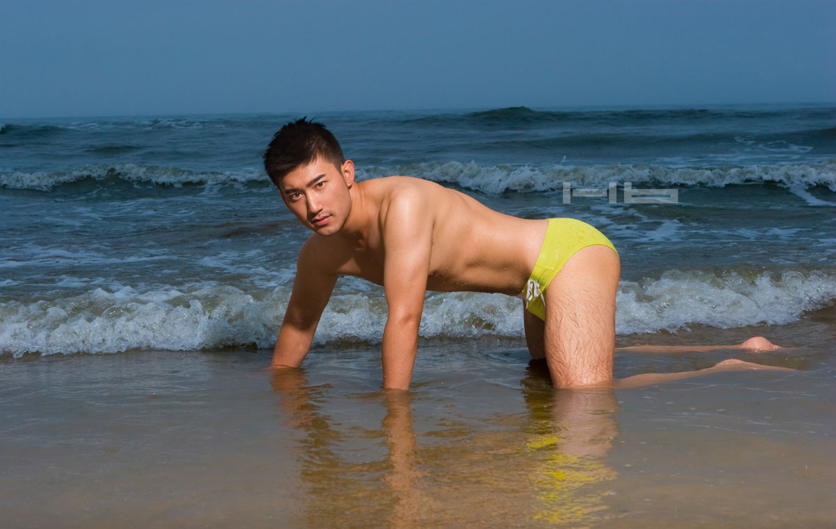 Picture 02 Sexy chinese underwear model on beach handsome and manly face.jpg