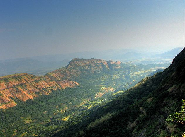 Deccan_Traps_Matheran.jpg