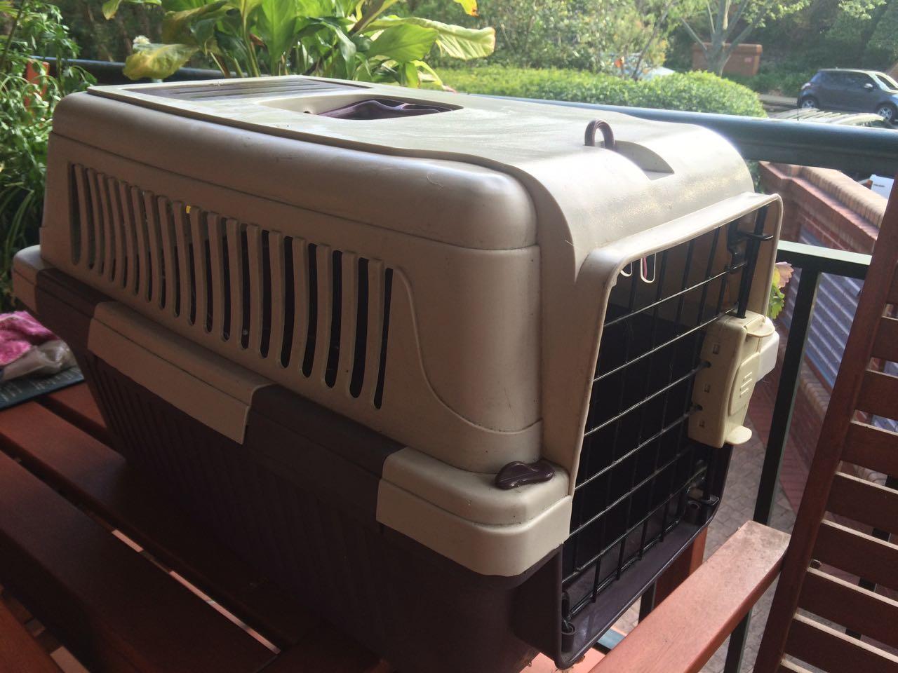 Pet carrier 1.jpg
