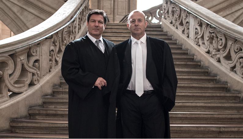Dr. Joachim Glahn (Heino Ferch), Vorsitzender Richter am Berliner Landgericht und der gegnerische Anwalt (Francis Fulton-Smith), Fotokredit: Christoph Holsten