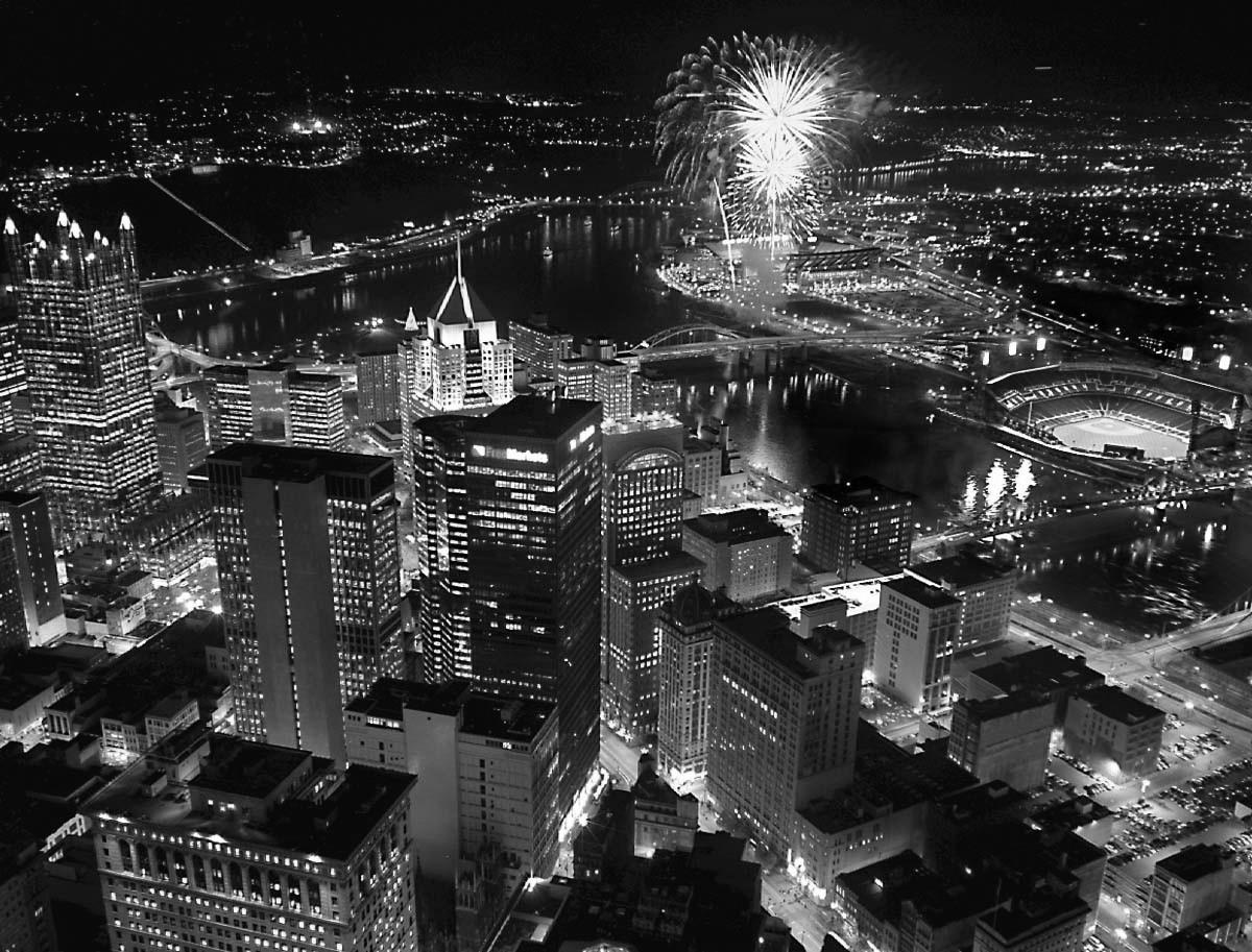 Pittsburgh Night 2 bw.jpg