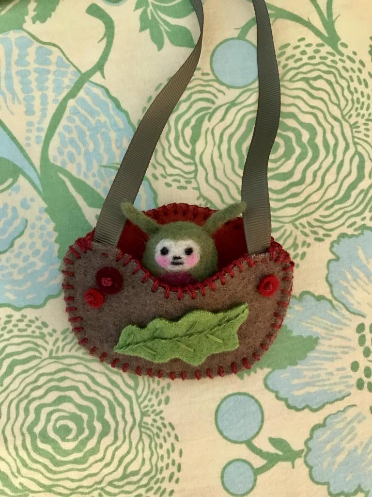 Woolen creature-necklace pouch-oak leaf.jpeg