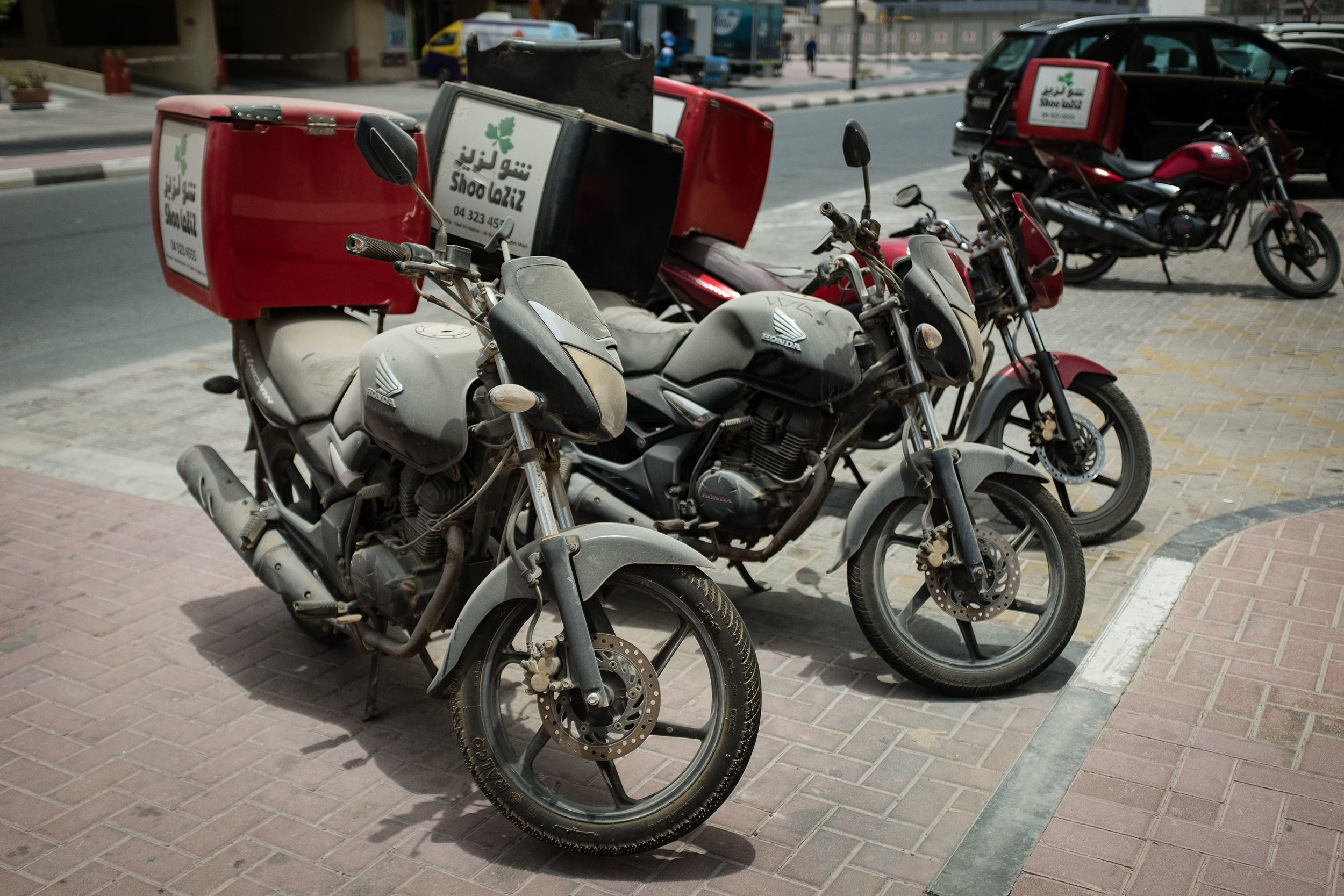 Walking from the metro station to the apartment - abandoned motorcycles - X100T.