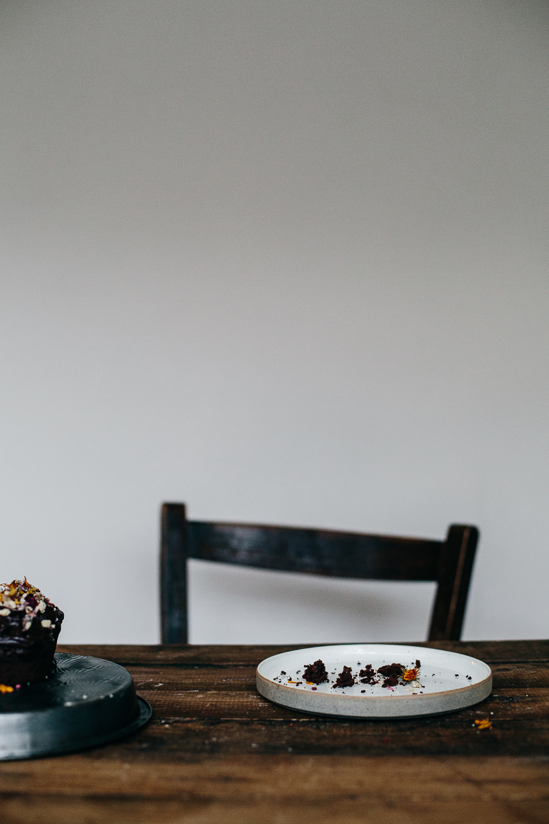 chocolate cupcakes with crystallized magnolia potpourri | erika rax