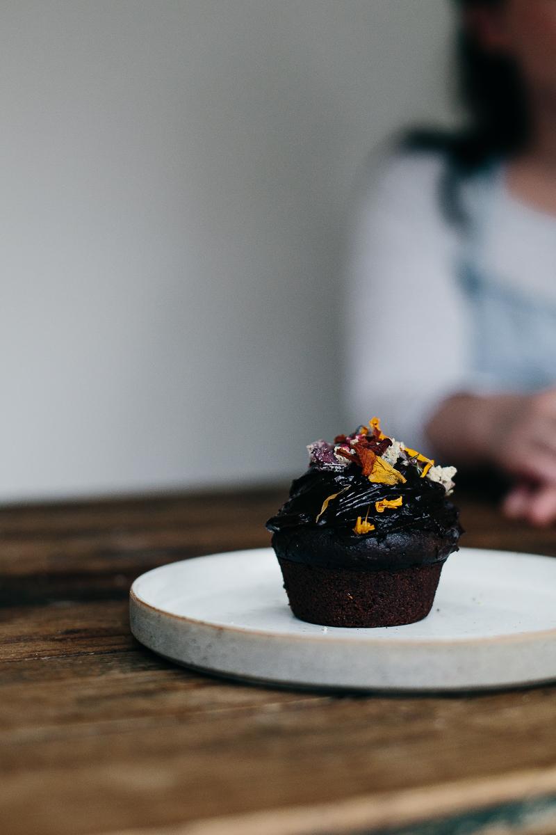 chocolate cupcakes with crystallized magnolia potpourri | erika rax