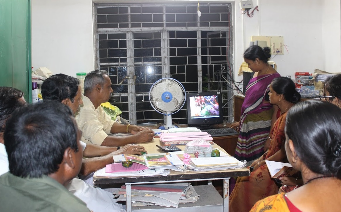 FHS India photovoice participants meet with the local self-government (panchayat) to discuss health issues highlighted through the photovoice process. Photo: FHS - IIHMR
