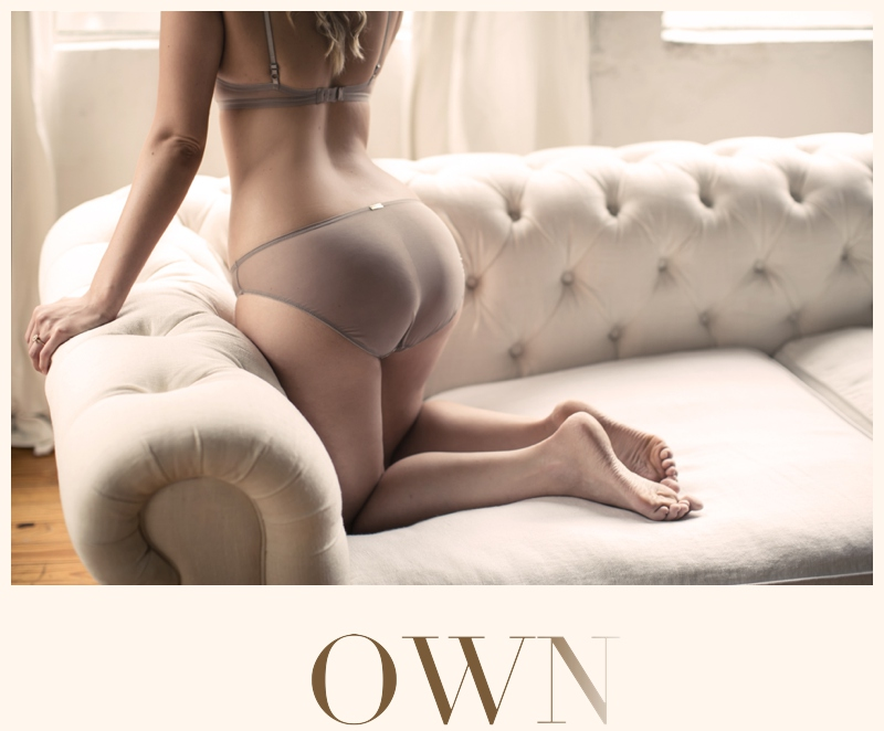 check below for the full gallery from this boudoir session!