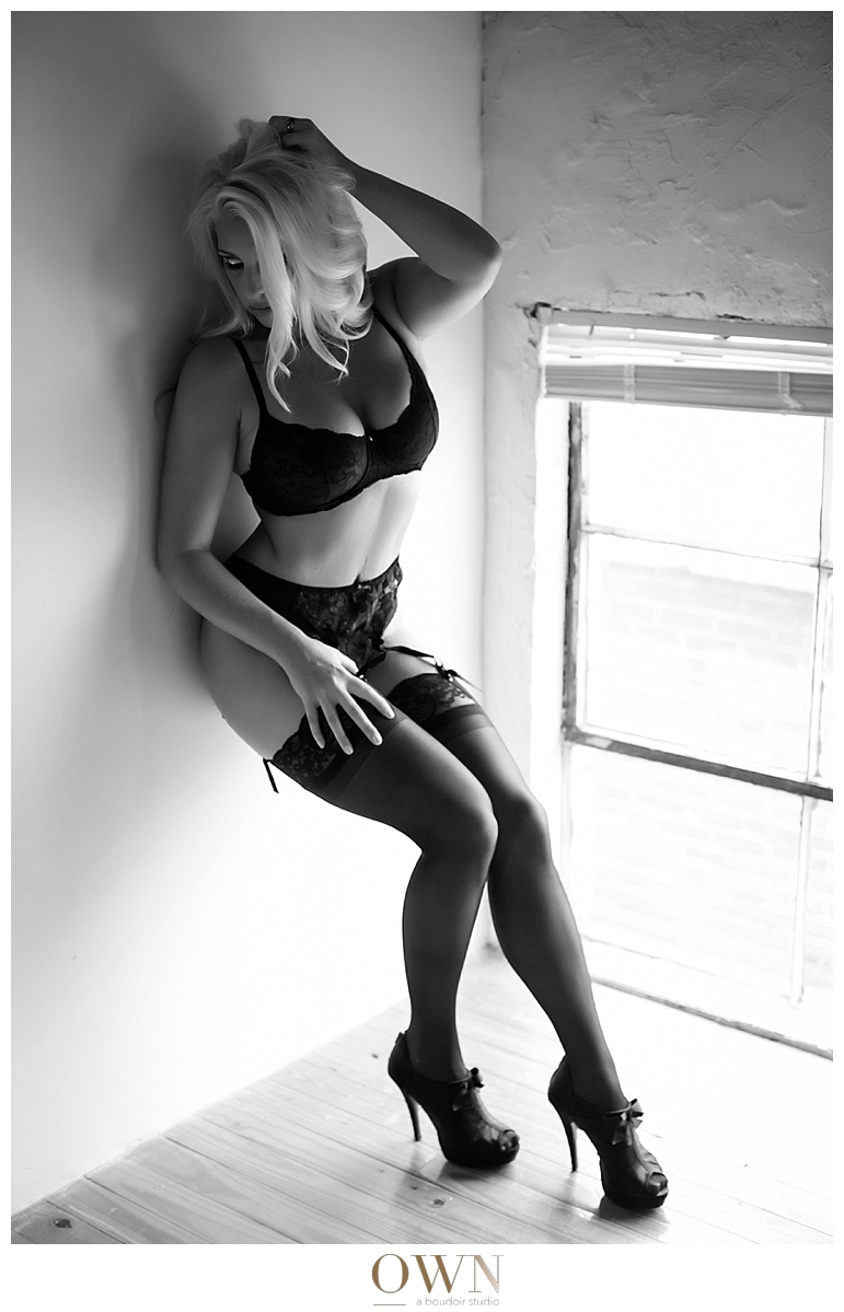 boudoir photographer atlanta own boudoir black and white beautiful woman