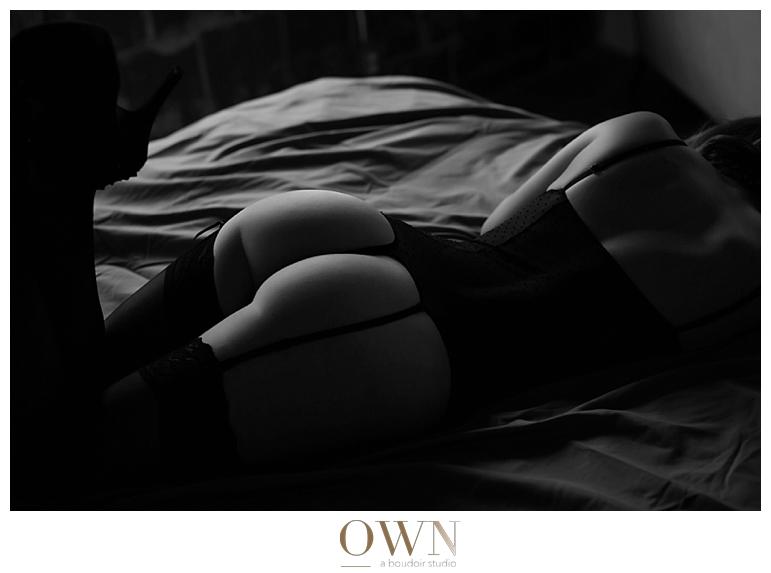 booty black and white boudoir atlanta photographer photography anna bella fine lingerie bedroom sexy nude