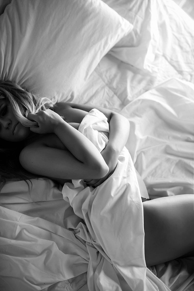 sheets only blonde atlanta boudoir photographer austin chicago nola boudoir photos boudoir session wedding gift nude