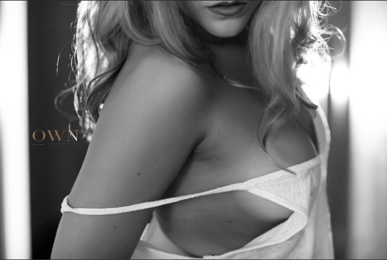 red lingerie, atlanta boudoir, boudoir reviews, atlanta boudoir review, boudoir photographer review, atlanta boudoir photographer, boudoir studio, side boob
