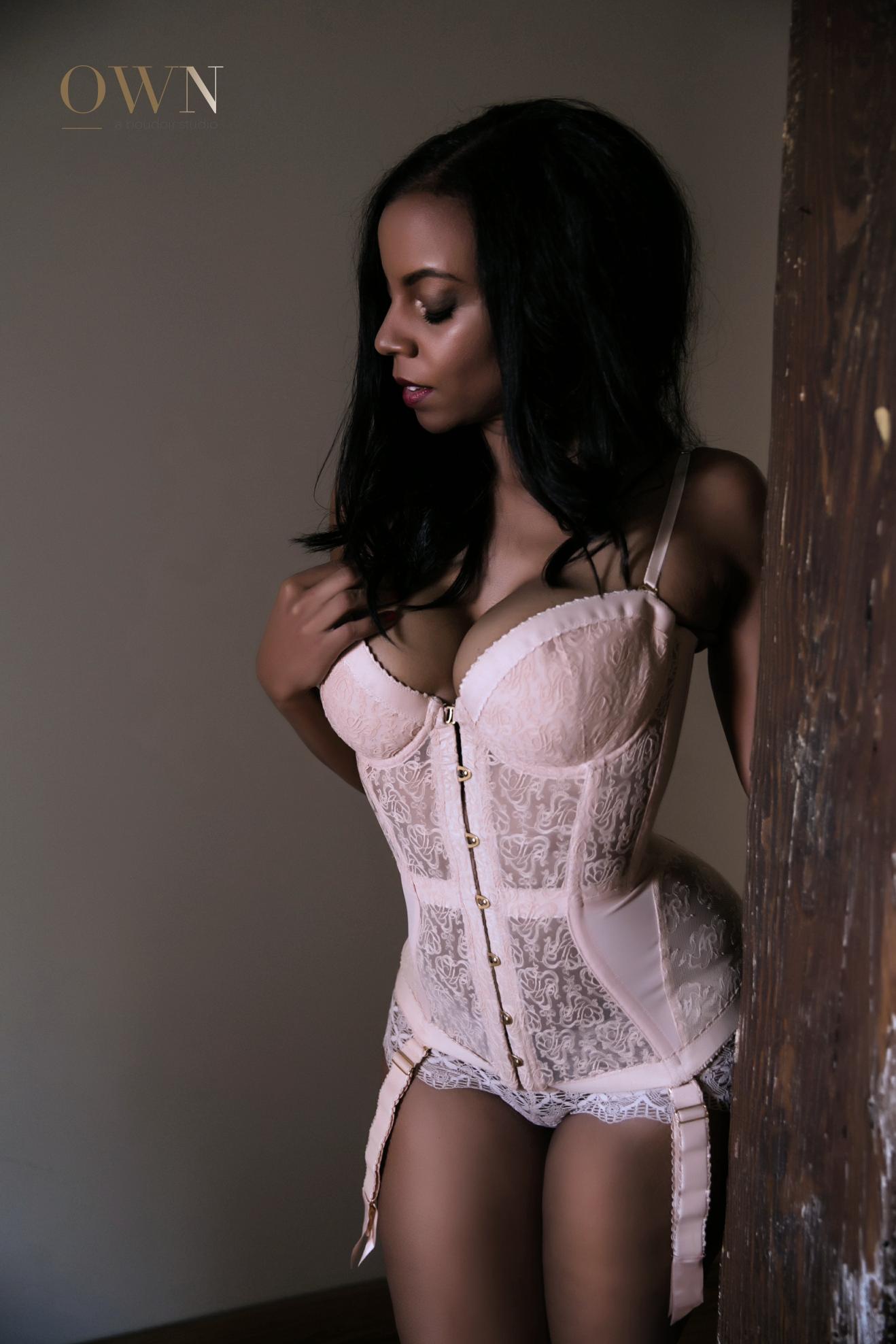 atlanta boudoir session, boudoir session atlanta, atlanta boudoir pricing, boudoir session prices, boudoir photographer atlanta, atlanta boudoir, corset boudoir wardrobe