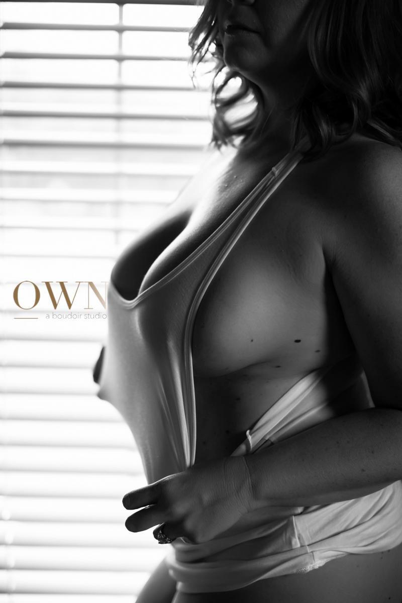 atlanta boudoir photographer, boudoir photo, boudoir pose, own boudoir, atlanta photographer, chicago boudoir, dallas boudoir (1 of 4).jpg