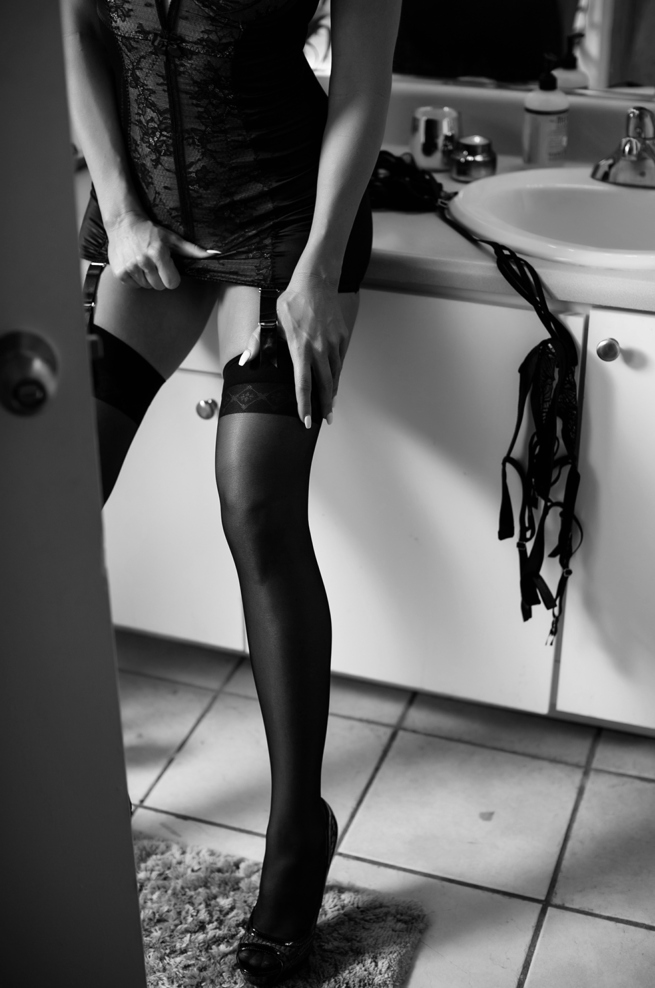 Here is a great example of shapewear being used during a boudoir session!