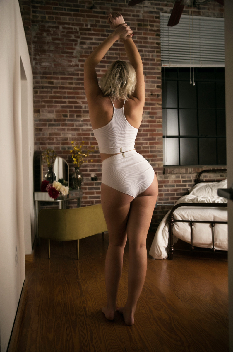 white tank top boudoir, boudoir photography, atlanta boudoir photographer, atlanta boduoir session, boudoir wardrobe ideas (4 of 12).jpg