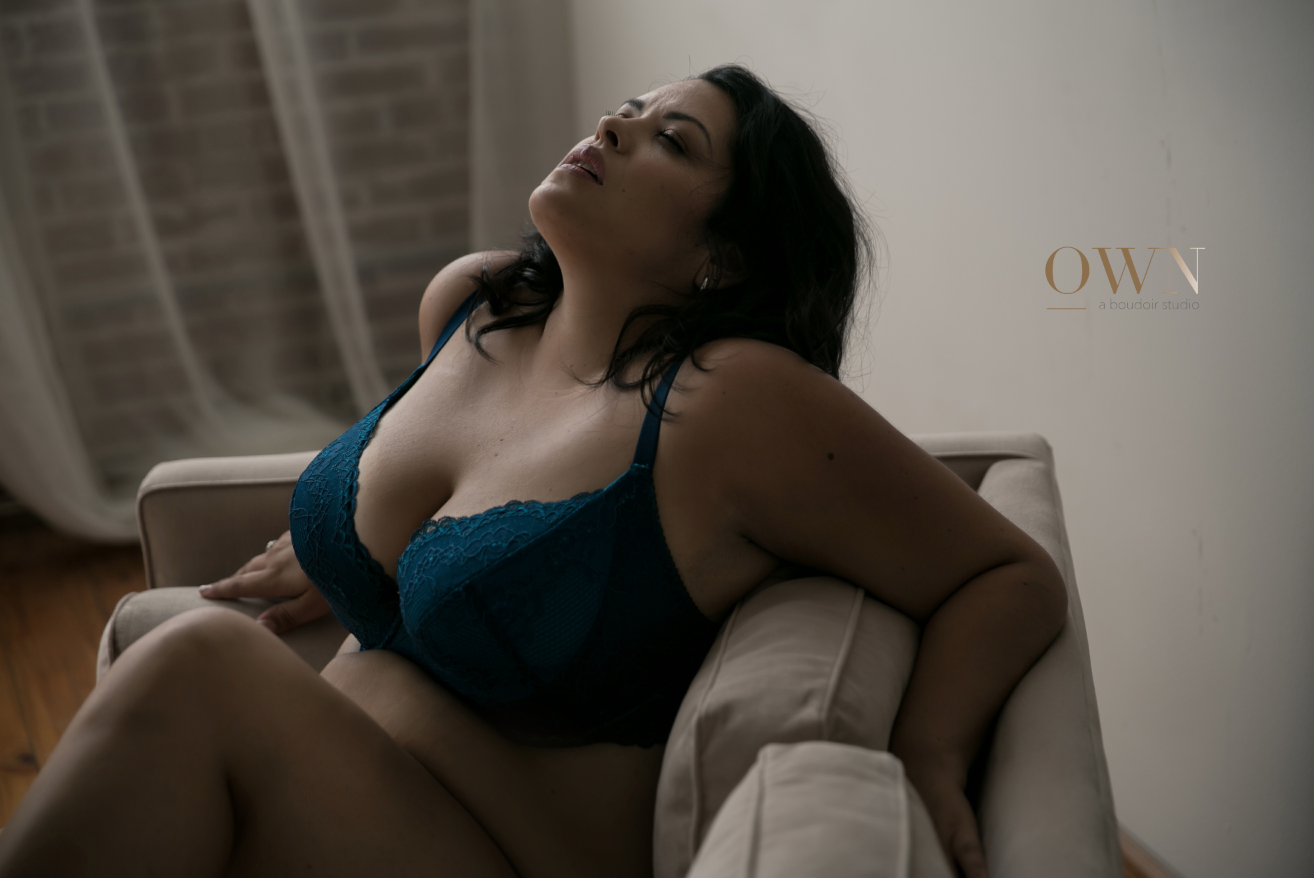 atlanta boudoir photographer, boudoir session, plus size boudoir, boudoir pose ideas, own boudoir