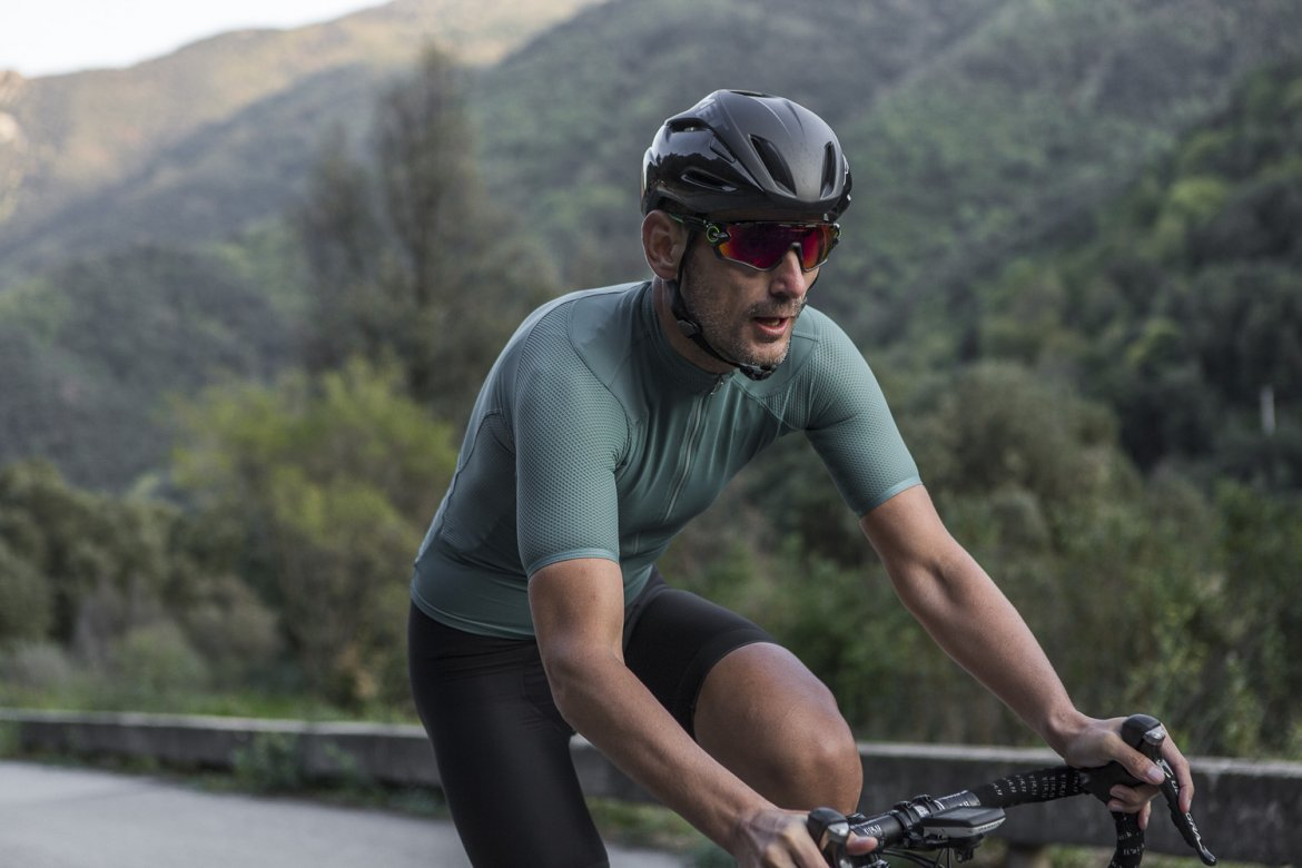 I7A3O7E ECHELON JERSEY SAGEBRUSH GREEN - This refined jersey provides performance and durability.