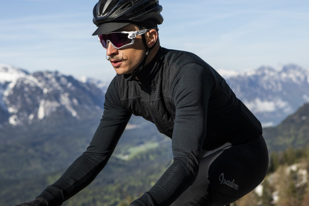 LONG SLEEVE SHIELD JERSEY ANTHRACITE 2.0 - Designed to withstand the unpleasant autumn wind, the shield jersey is enhanced with a light but sound windshield membrane on the most exposed chest area.