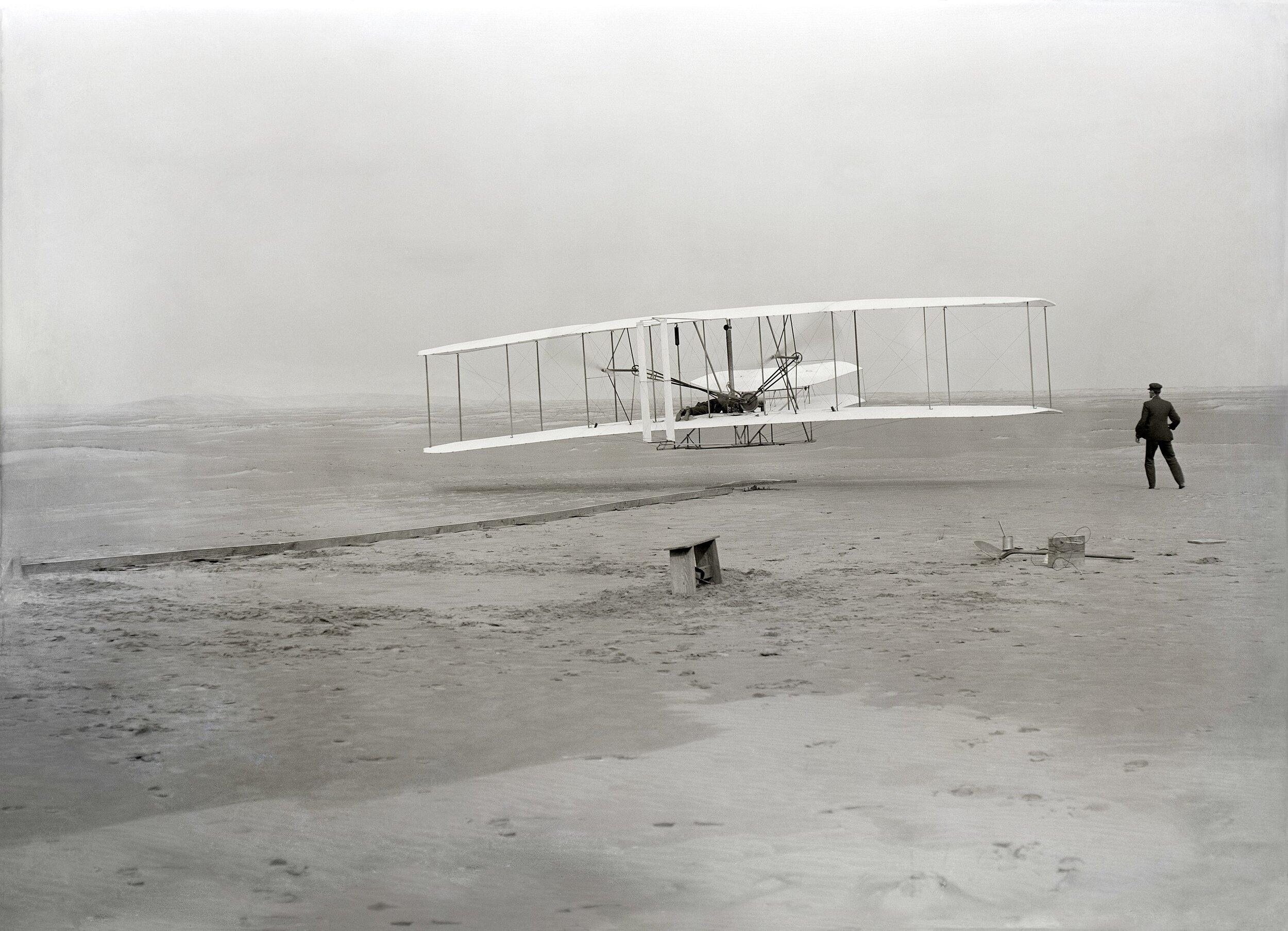 2880px-wright_first_flight_1903dec17_(full_restore_115).jpg