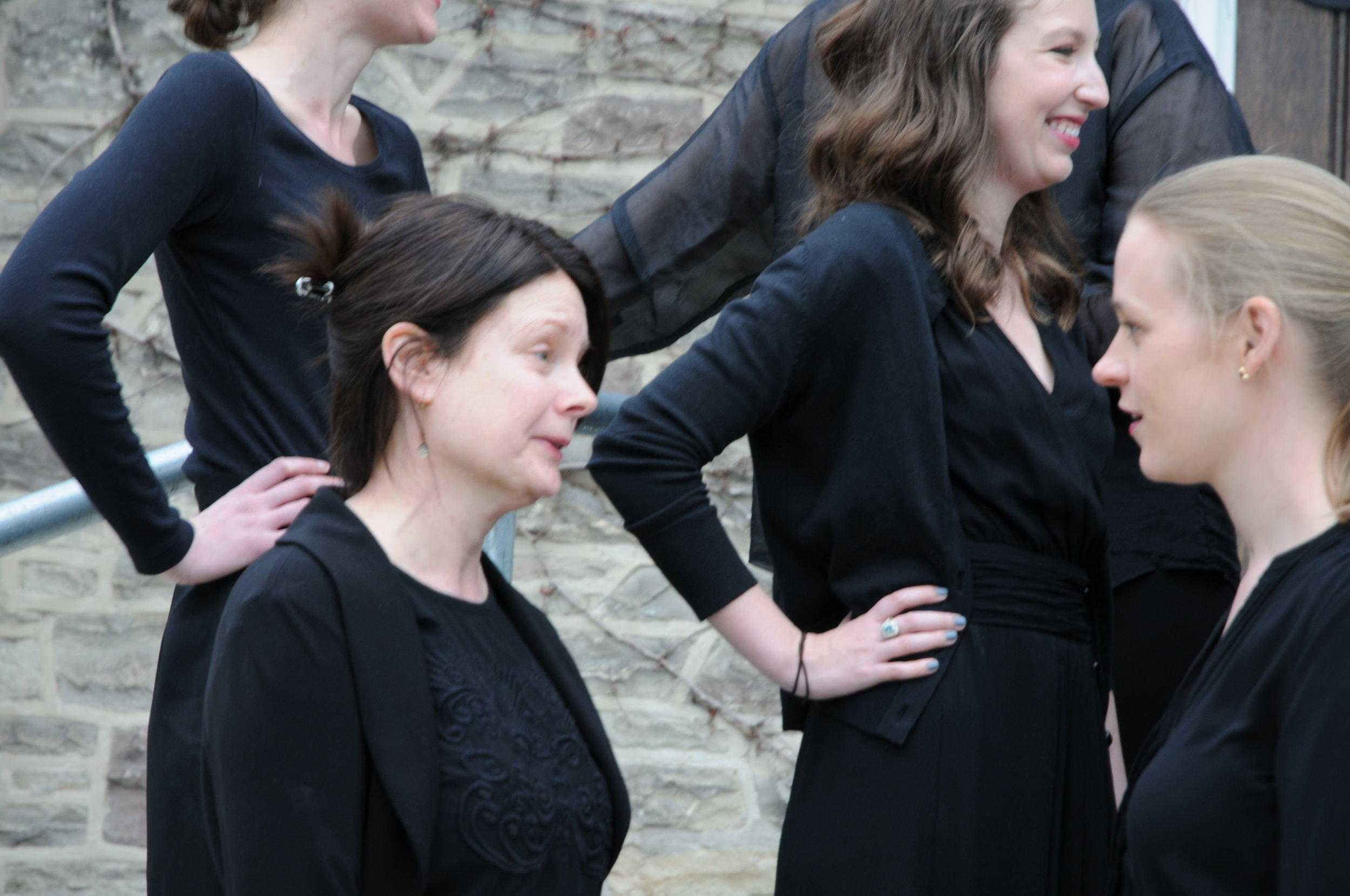 Discussing the challenges of vibrato and achieving unity in a choral sound