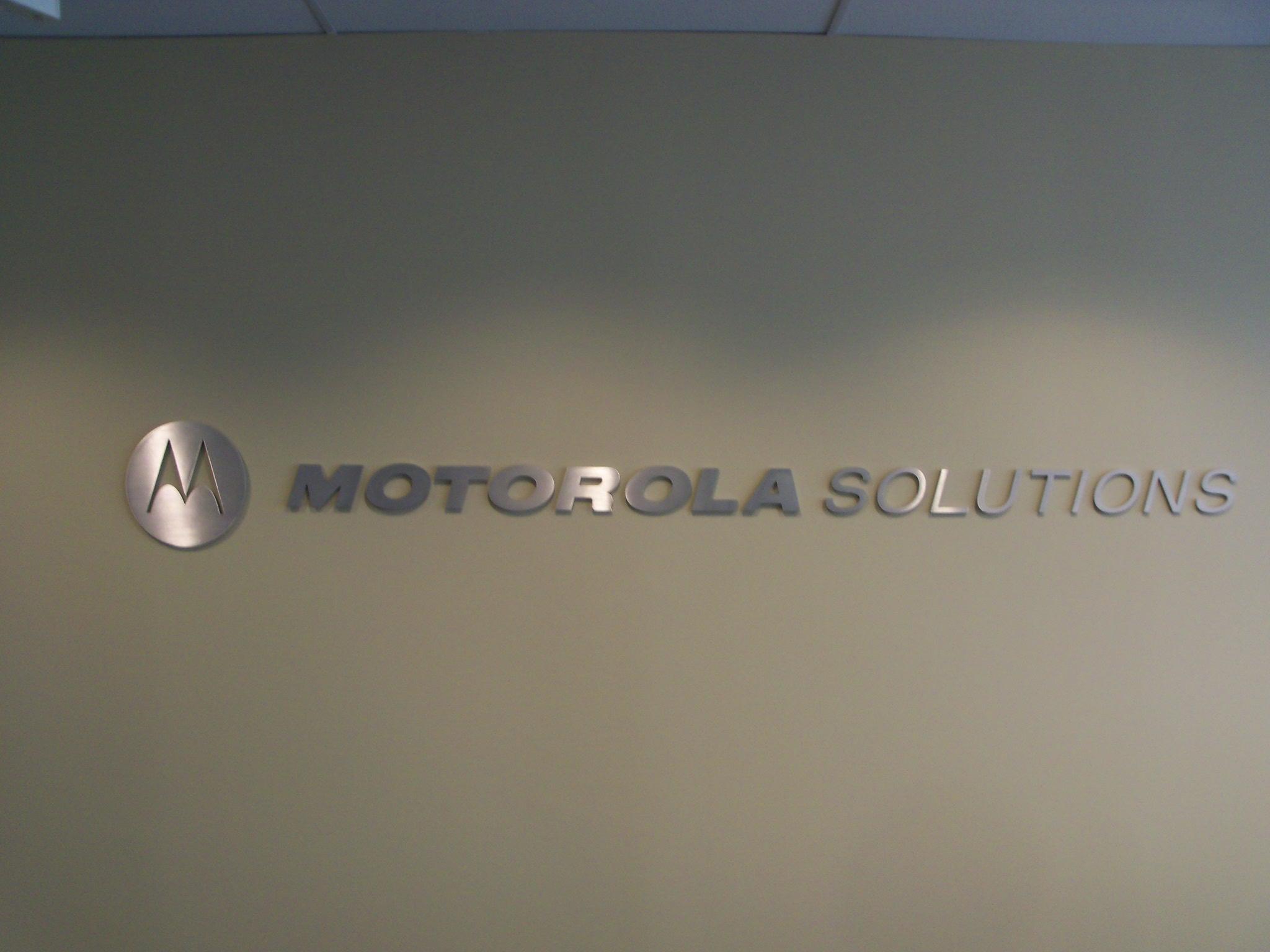 Priority signs Motorola 006.jpg