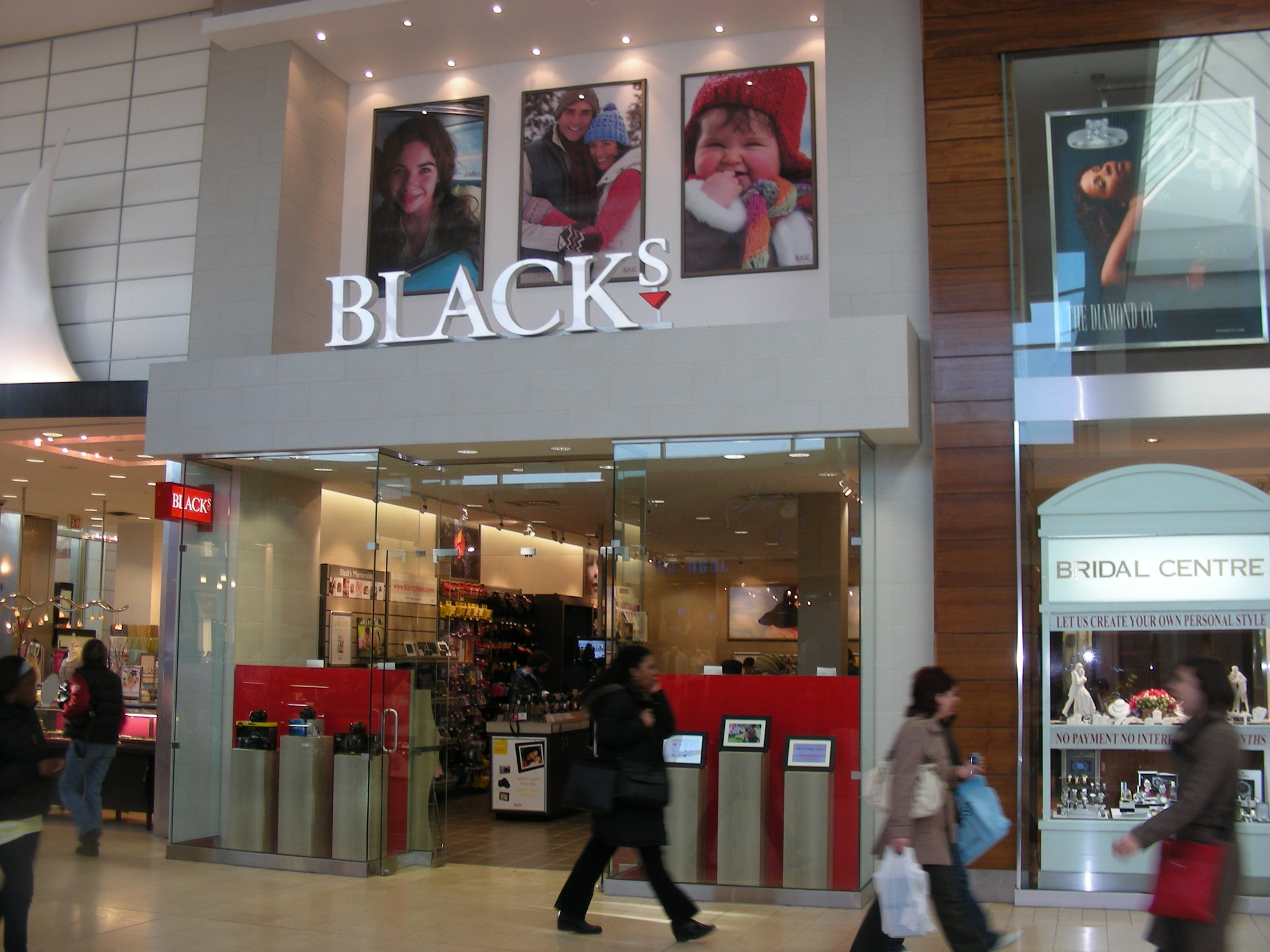 Blacks Yorkdale Mall 004.jpg