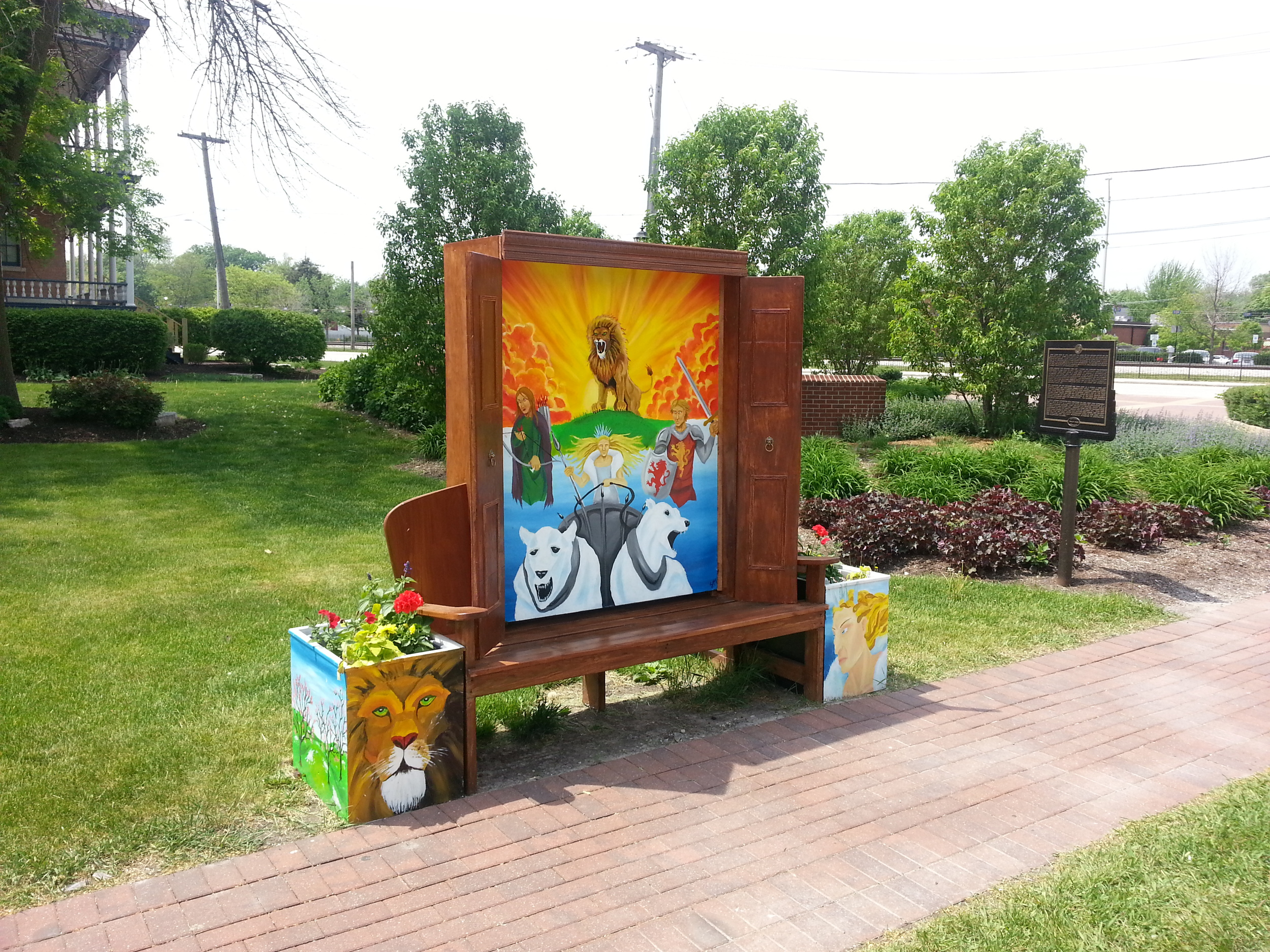 The finished bench on Oak Park Avenue