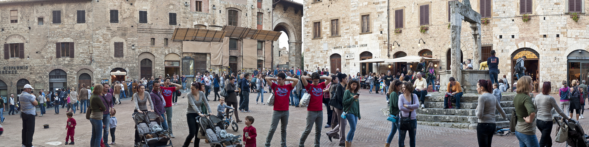 Piazza della Cisterna - Click on the image for a larger view.