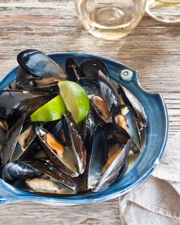 bowl of Thai curry mussels and lime