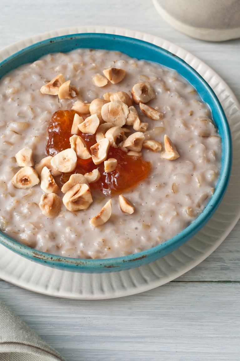 brown rice pussing with apricot jam and hazelnuts