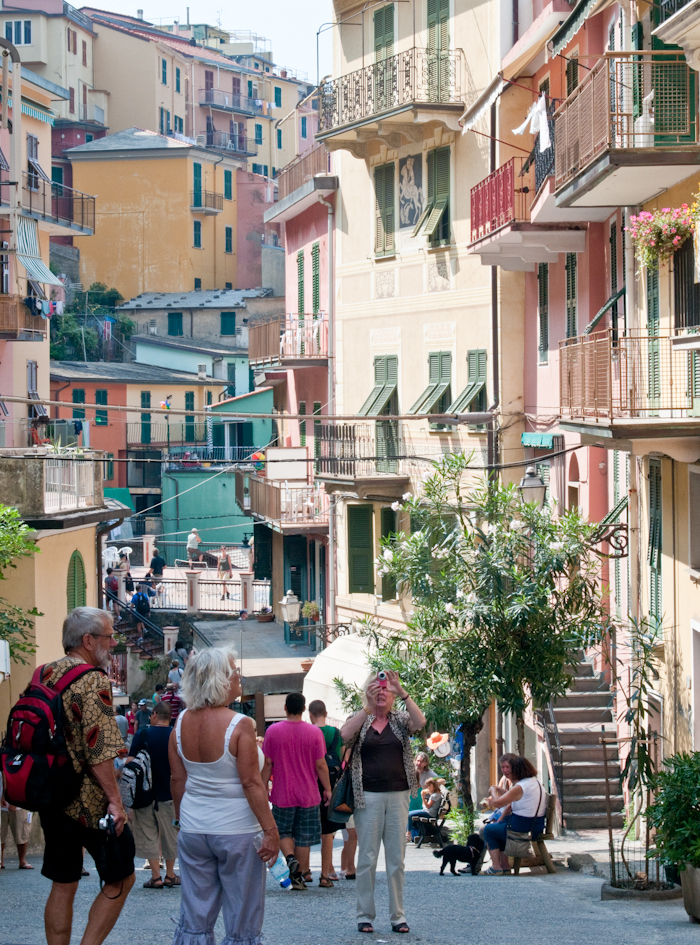 The streets of Manarola, busy with tourists.