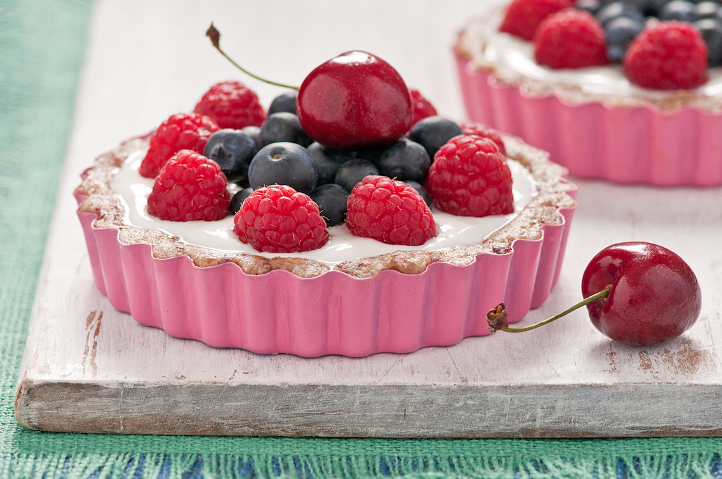 greek yogurt and berry tarts with date nut crust