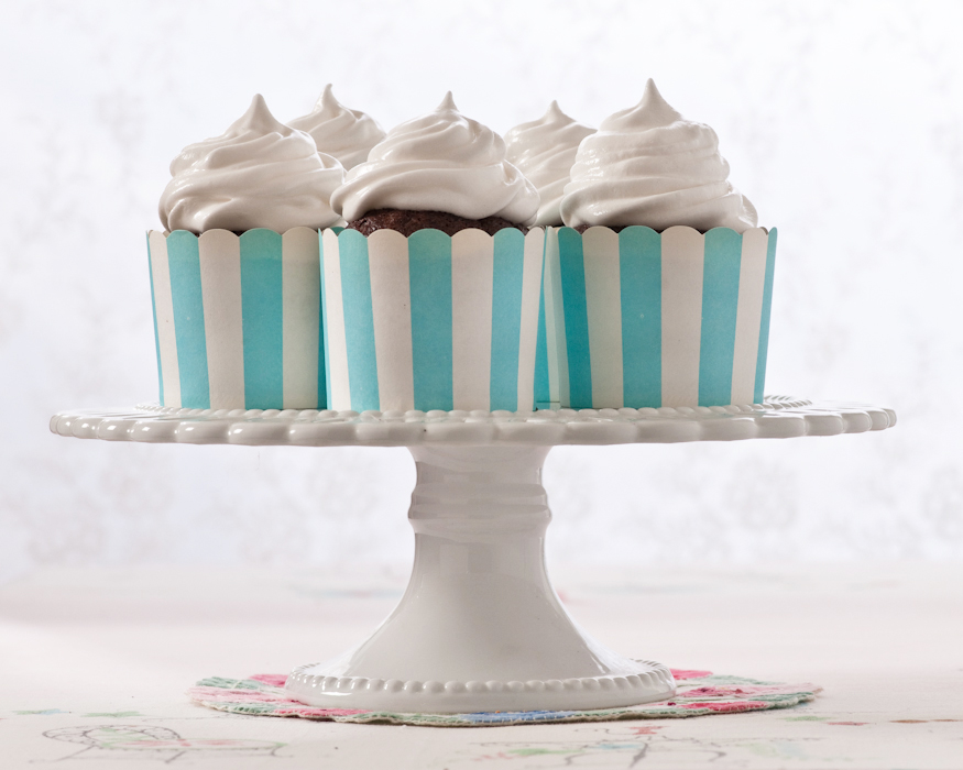 chocolate cupackes with seven minute frosting