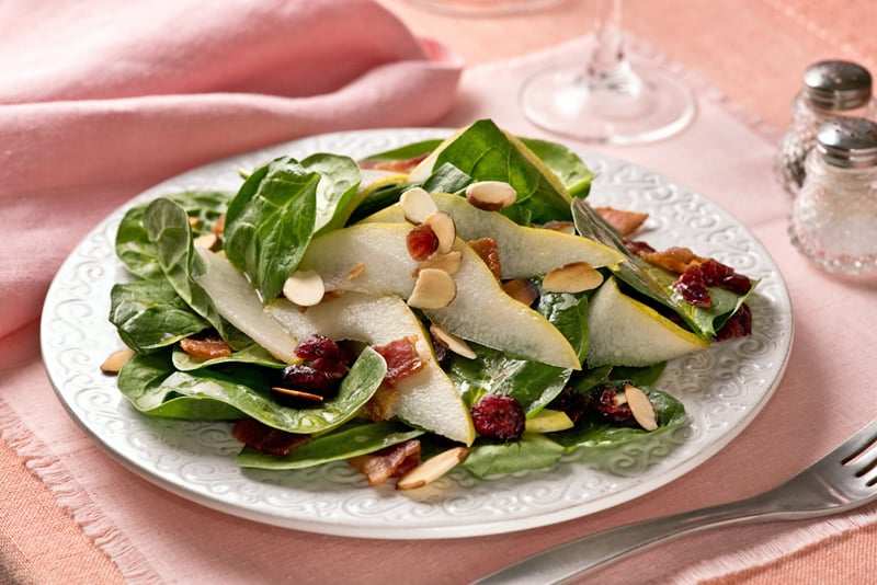 spinach salad with pears, cranberries, almonds and bacon
