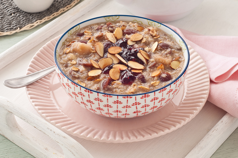 hot quinoa breakfast cereal with toasted oats