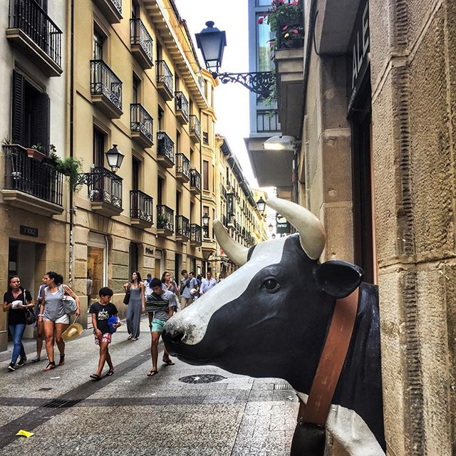 Mooove over! I almost walked right into this guy on the streets of San Sebastián, day drinking is not a good idea for me. #culinarytravel #travelgram #donostiasansebastian #cow #spain #basquecountry #pintxos #instagood #theviewfromhere