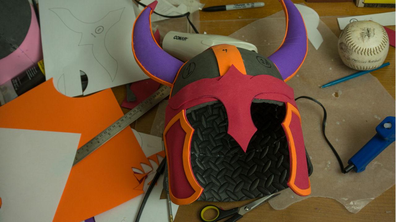 viking helmet photo link to tutorials page