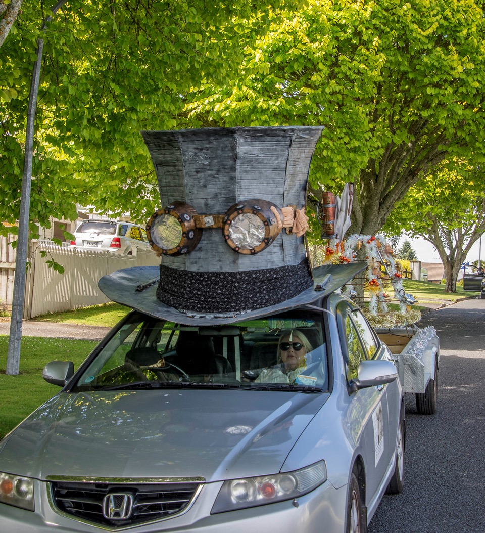 Giant Top Hat