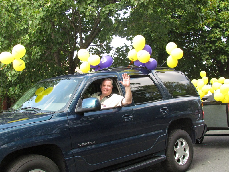 Niagara Labour Day 2012 - Local 2 Exec VP Ted Mansell waves to the camera & crowds.jpg