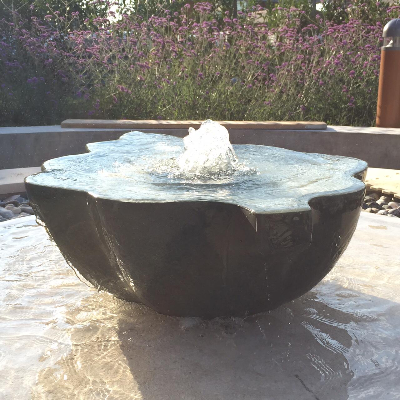 Sculptural fountain