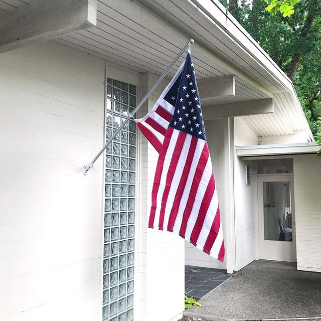 My mother-in-law was the most patriotic person I've ever known, so I know she'd be proud that we finally got a flag mount. #navyfamily #memorialday #midcenturypatriotism