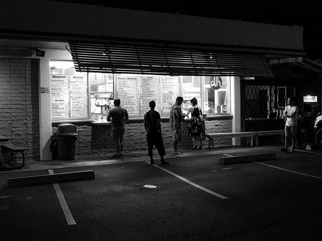 Take away grill vibes • #Hawaii #Oahu . . #shotoniphone #iphonex #diner #blackandwhite #night #shadows