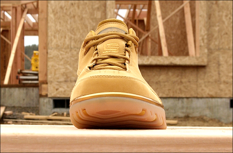 figure 7.  From this head-on view, you can see the clever engineering of the Air Zoom Generation's outsole. The subtle outward flare, or outrigger, along its lateral (pinky-toe side) edge helps to enhance stability, while the sweeping curve, or radius, along its medial edge contributes to a more natural (i.e. less clunky) feel underfoot. In terms of both traction and overall feel, the terrific design of the Air Zoom Generation's outsole elevates the entire shoe.