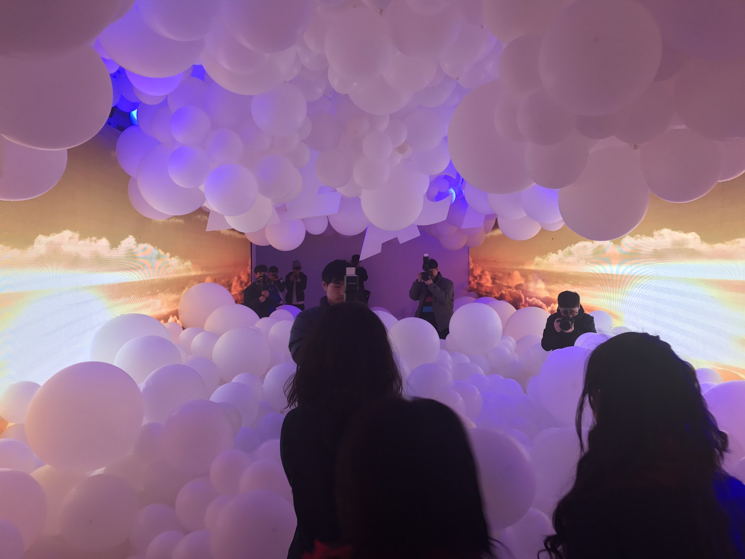 Like the event in Seoul, the Shanghai launch event included experiential elements as well. Here, a room bordered by video displays and filled with balloons brought to life the cloud-like cushioning offered by Nike React. These images don't do the experience justice, but hopefully they give you at least a taste for the amazing work done by Nike's brand & communications teams in support of product launches.