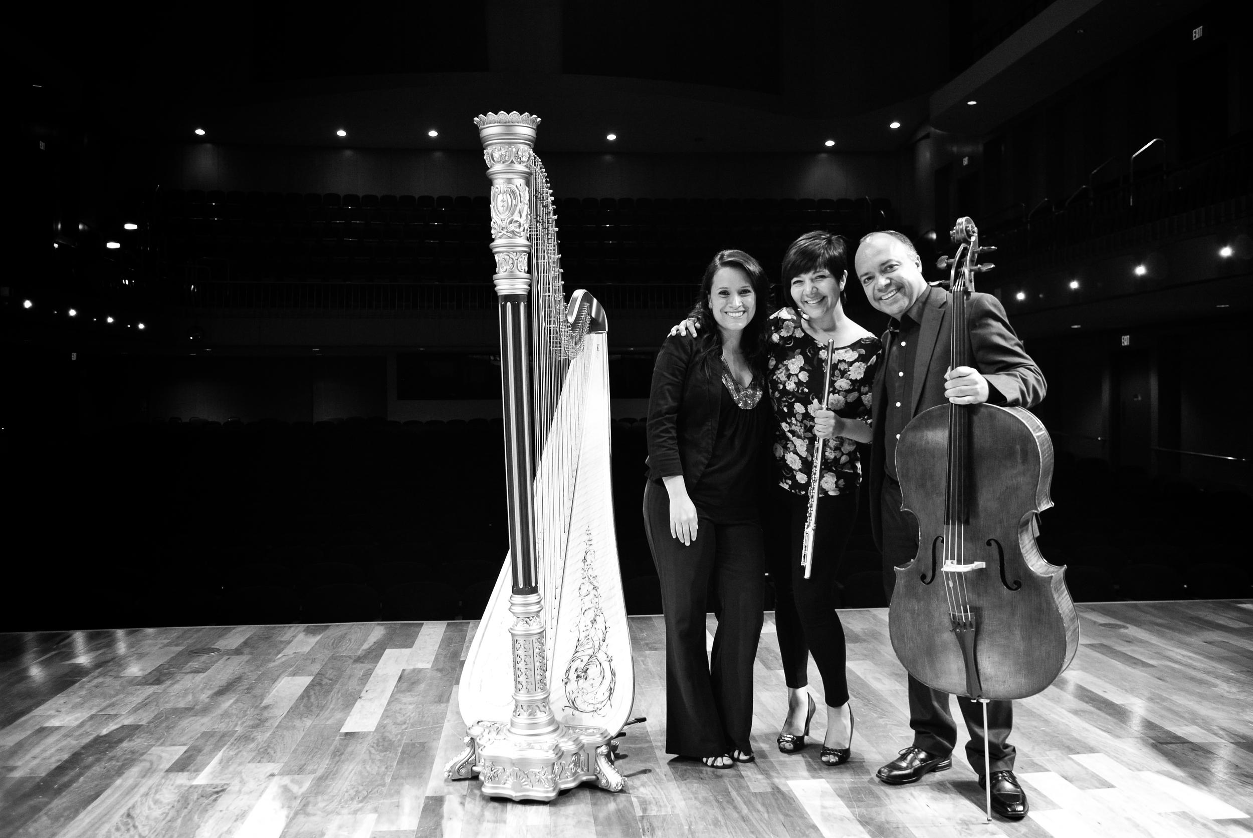 Junto a Alhelí Pimienta y Luis Miguel Rojas en la grabación del trio Deared del compositor Vincenzo Palermo.